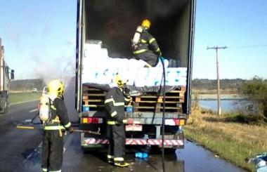 Bombeiros usam 10 mil litros de água em incêndio de fraldas