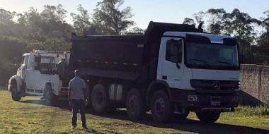 Caminhão roubado em assalto no RS é recuperado no Bairro Aurora em Içara