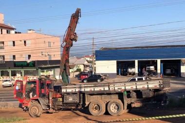 Caminhão provoca queda de energia em quatro bairros