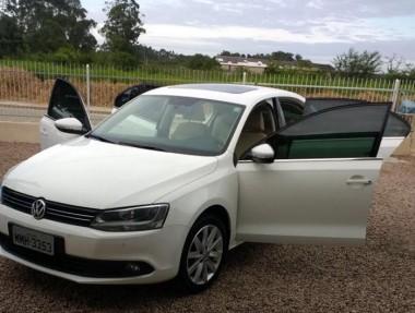 Veículo é levado por assaltantes em Vila Nova