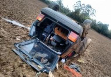 Veículo sai da pista, capota e três mulheres ficam feridas