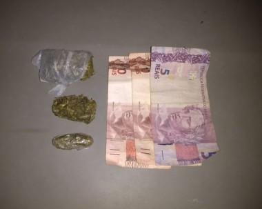 Polícia Militar prende jovem por tráfico de drogas