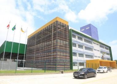 Governador prestigia inauguração da primeira escola pública bilíngue do Brasil