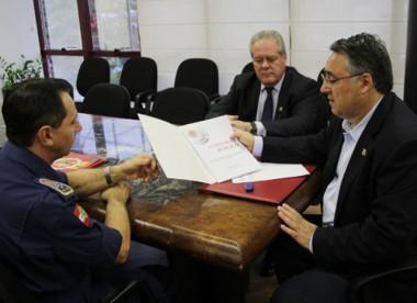 Colombo anuncia concurso para Corpo de Bombeiros Militar