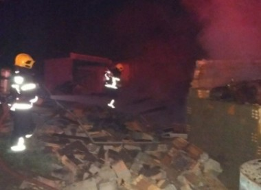 Corpo de Bombeiros atende incêndio em estufa em Orleans