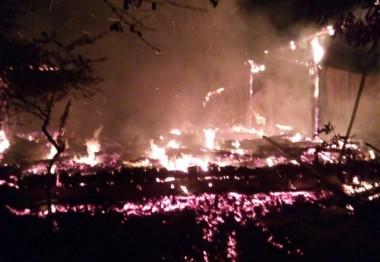 Bombeiros levam 5 horas para combater incêndio em Turvo