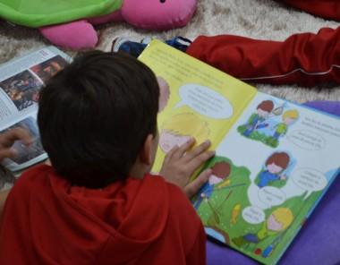 """Peça """"Encantadas"""" leva a importância da leitura às crianças"""
