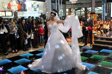Desfile de moda noiva abre Expo Festas