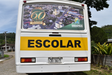 Ônibus de Siderópolis estampam pontos turísticos do município