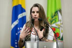 Deputada Paulinha protocola representação contra Jessé Lopes por quebra de decoro