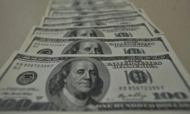 Dólar sobe para R$ 5,25 e fecha no maior valor em dez dias e bolsa fecha em queda