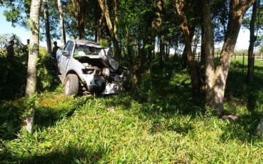 Motorista perde controle de veículo e atinge mulher