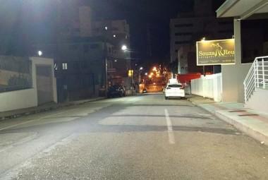 Iluminação de LED é ampliada na Rua Altamiro Guimarães