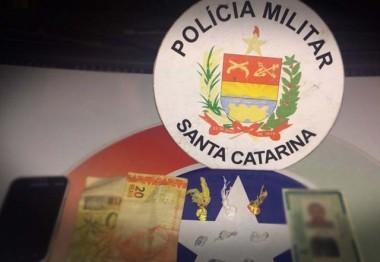PM de Içara interrompe ação de entregador de droga na madrugada