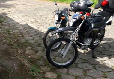 Moto furtada é recuperada por agentes de trânsito