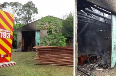 Fábrica de caixas é atingida por incêndio em Içara