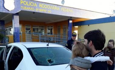 Em direção a velório em Içara, carro com bebê é apedrejado na BR-101