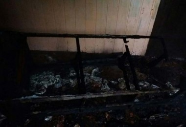 Incêndio é controlado pelos bombeiros de Içara no interior de casa