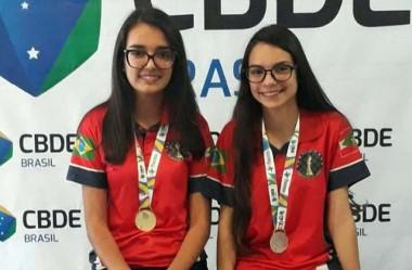 Ana Júlia e Isadora carimbam passaporte para a Gymnasiade