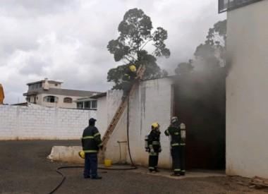 Incêndio é controlado em depósito de equipamentos no Raichaski