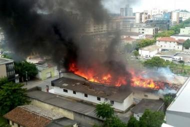 Perícia aponta falhas em depósito de loja destruído por incêndio