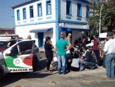 Três pessoas se envolvem em acidente na Avenida Procópio Lima