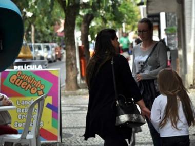 Uso de material publicitário nas ruas e calçadas são fiscalizados