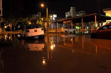 Chuva provoca alagamentos em Içara nesta madrugada