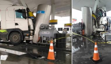 Carreta desgovernada colide em posto de combustíveis