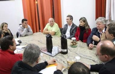 Município anuncia contrato da água e esgoto por 30 anos com Casan