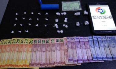 Jovem em atividade no tráfico de drogas é preso