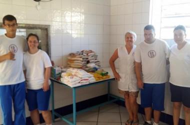 Organização Cóndor Blanco arrecada 80kg de alimentos