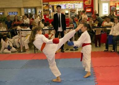 Festival de Caratê distribui 330 medalhas para jovens de Içara