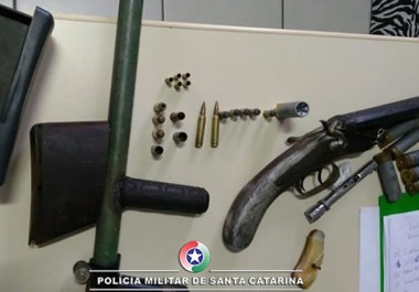 Drogas, armas e munições são apreendidas em Laguna