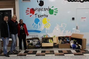 Multiplicando Talentos recebe doação de pares de tênis de campanha da Fátima Esportes