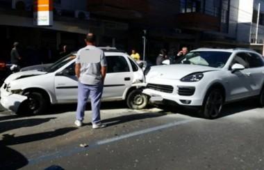 Engavetamento complica o trânsito no Centro de Criciúma
