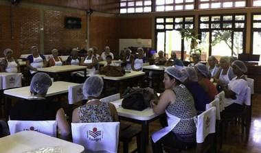 Oficina culinária promove aula prática para merendeiras de Içara