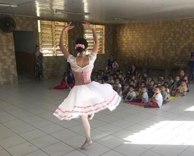 Grupo Misto do CEI assiste apresentação de balé