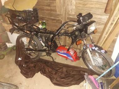 PM prende mulher e recupera motocicleta com registro de furto