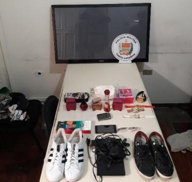 PM de Araranguá prende homem por furto e recupera objetos