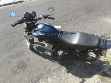 PM de Araranguá prende mulher por furto de motocicleta