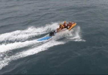 Drone do Corpo de Bombeiros localiza surfista à deriva