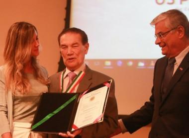 Governador entrega medalha Zilda Arns ao médium Divaldo Franco