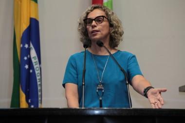 Deputada Ana Paula volta a defender extinção de todas ADRs