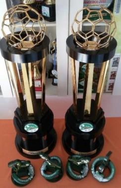 FME exibe taças das duas categorias do Campeonato Içarense