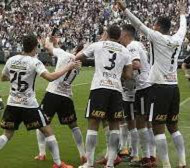 Corinthians vence Palmeiras e abre vantagem no Brasileiro