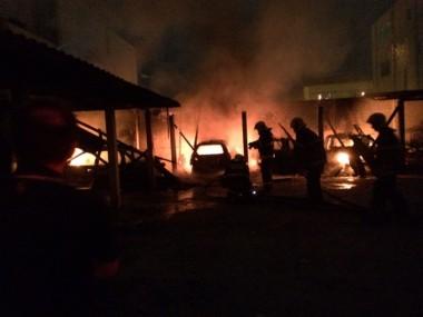 Incêndio criminoso destrói carros e moto da prefeitura de Imaruí