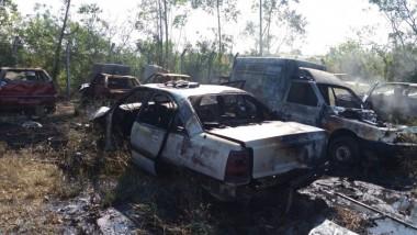 Incêndio de grandes proporções atinge veículos no pátio do DNIT