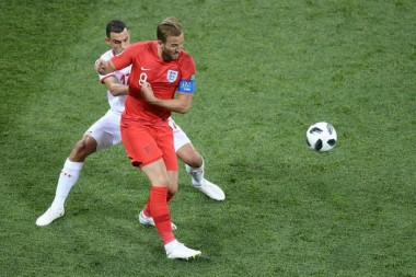 Harry Kane salva Inglaterra em vitória nos acréscimos sobre a Tunísia