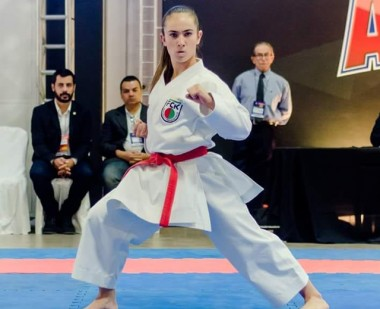 Alice Miranda é campeã do VI Open Internacional de Karatê